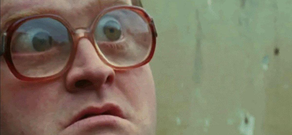 Гифка мужик в очках пучит глаза