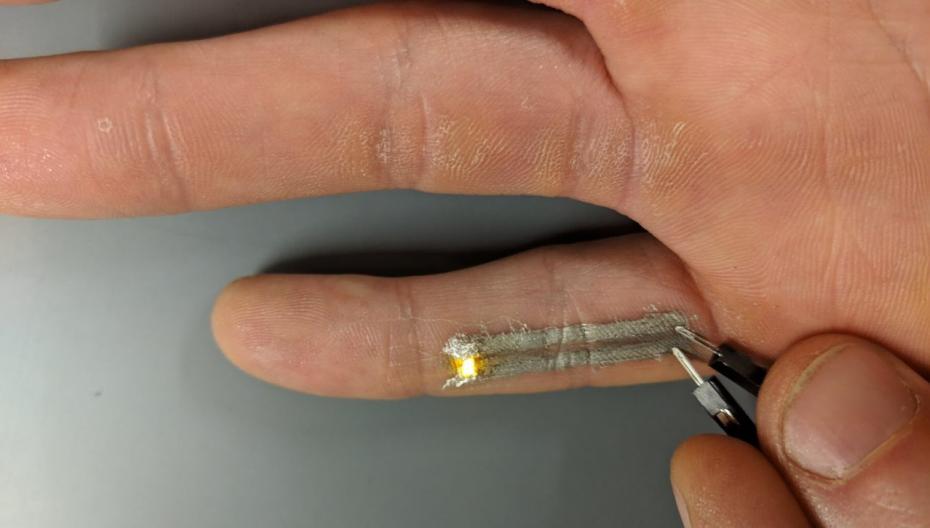 Напечатать электронику прямо на кожу