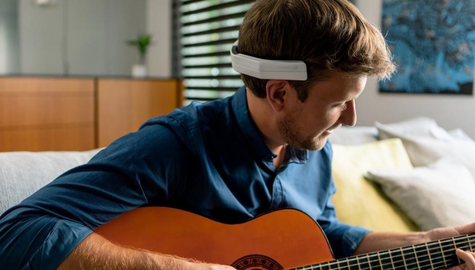 NeoRhythm: Нейростимулирующее головное устройство, позволяющая снять стресс и усталость