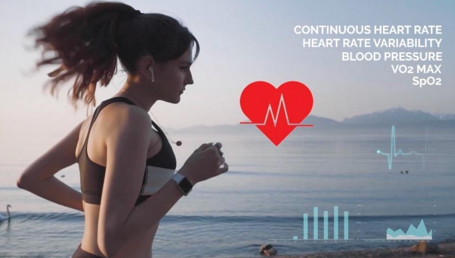 Миниатюрный низкопотребляющий сенсор сердечной деятельности для ушных трекеров