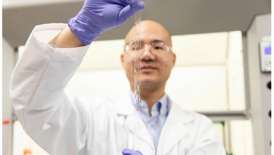 Гибкий, растягивающийся сенсор для носимых устройств и контроля лечения ран