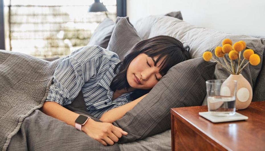 Часы Fitbit будут отслеживать уровень оксигенации, чтобы диагностировать апноэ сна