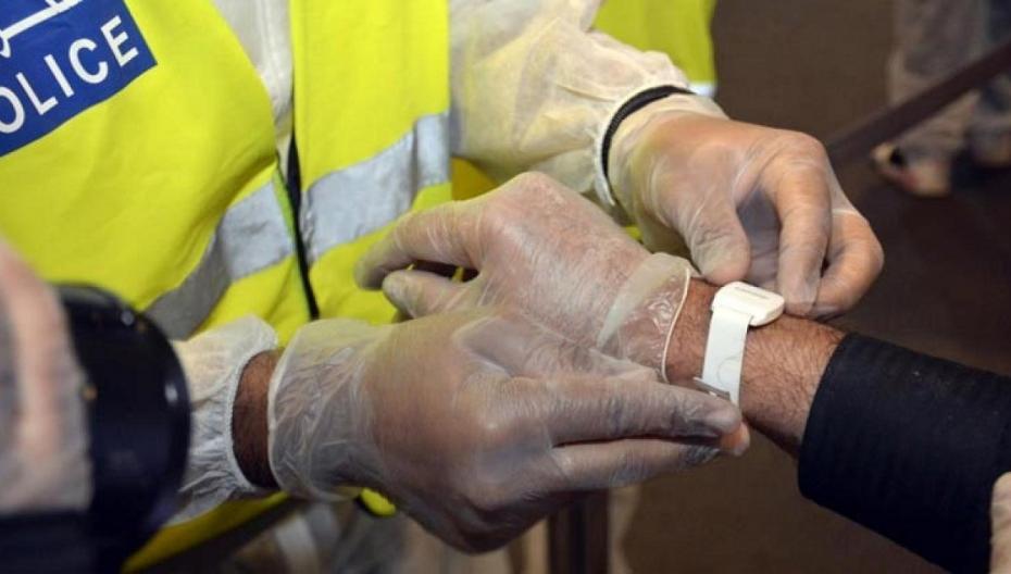 Бахрейн начинает использовать  электронные браслеты для отслеживания активных случаев COVID-19