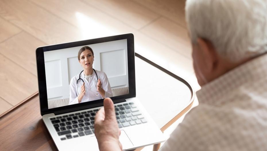 Более 90% врачей начали лечить пациентов удаленно