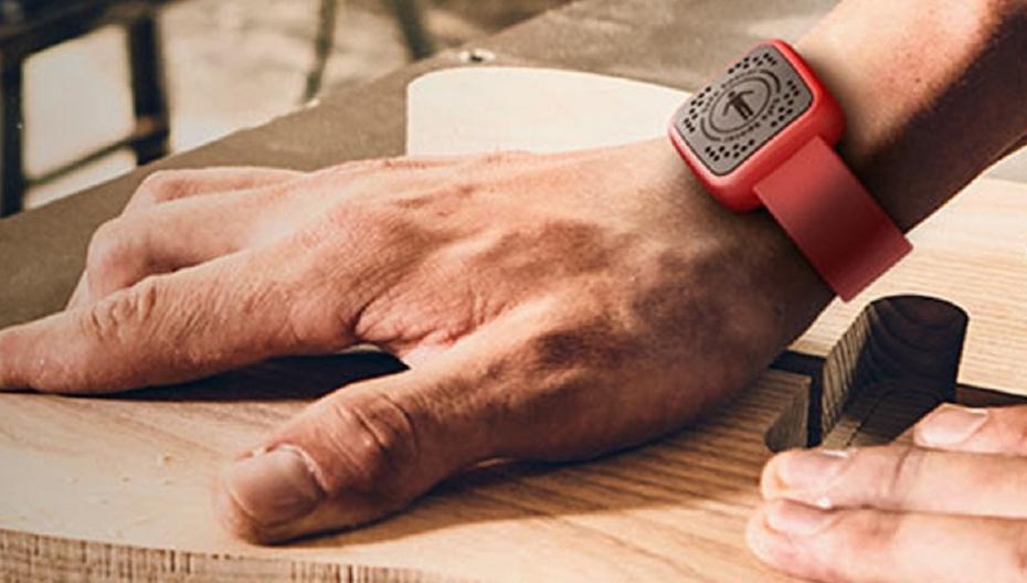 Safe Spacer: Носимое устройство, помогающее сохранять социальную дистанцию