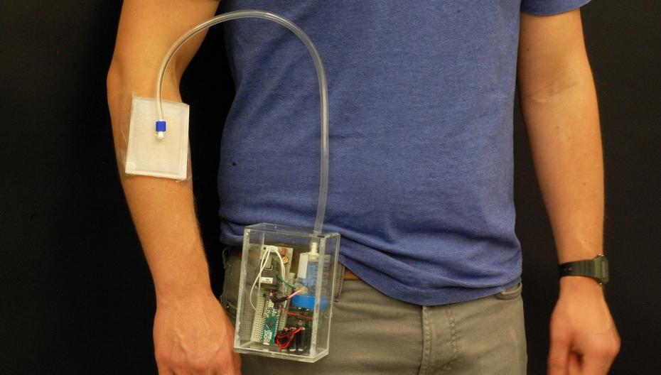 Использовать носимое mHealth-устройство для лечения ран