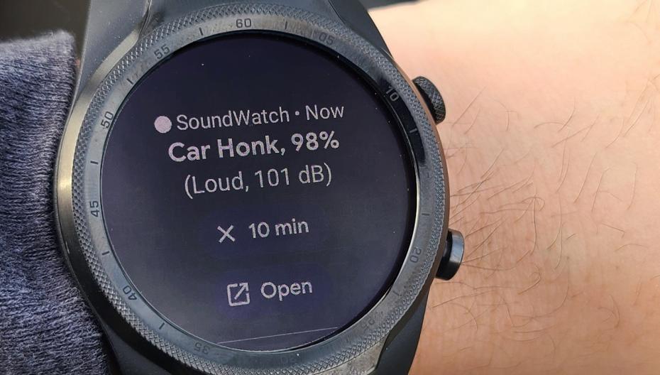 Часы для глухих, которые предупреждают пользователя об активности рядом с ним