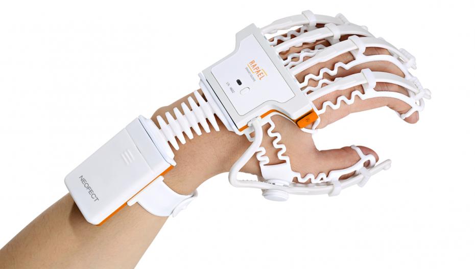 Умная перчатка для реабилитации после инсульта