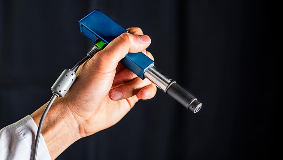 Ручной микроскоп для обнаружения раковых клеток во время операции