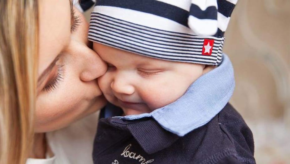 Приложение помогает глухим слышать и понимать крики младенца