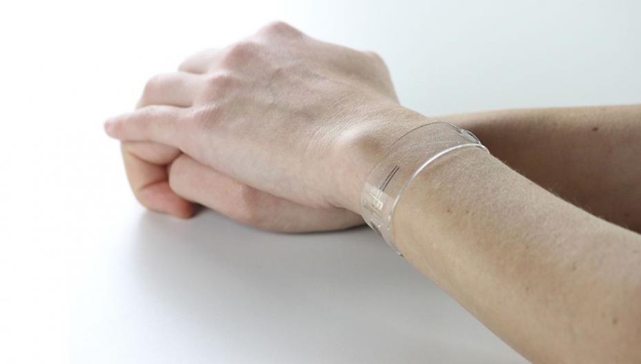 Носимое устройство с графеновым сенсором для контроля жизненных показателей