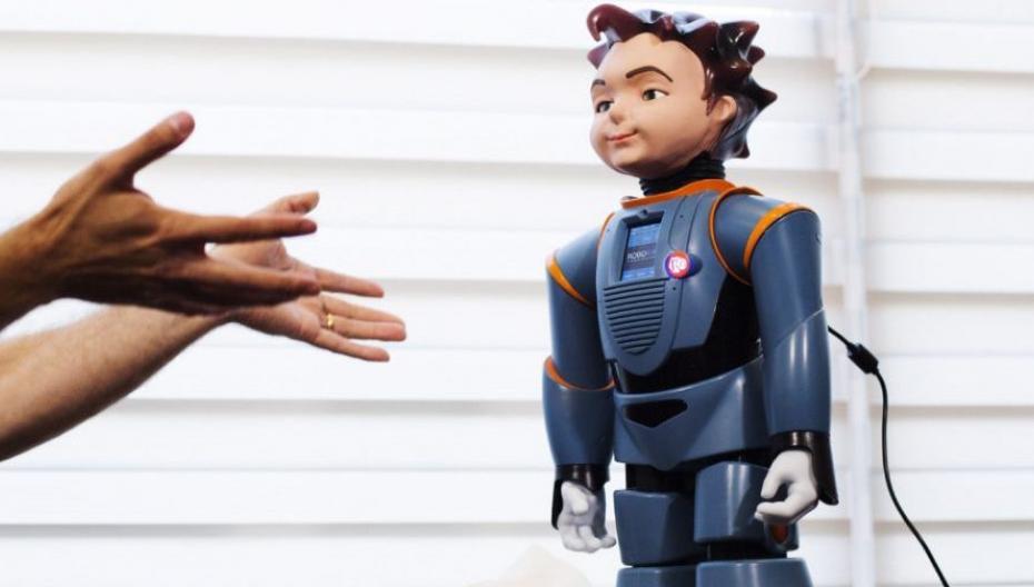 Робот-помощник для людей с деменцией
