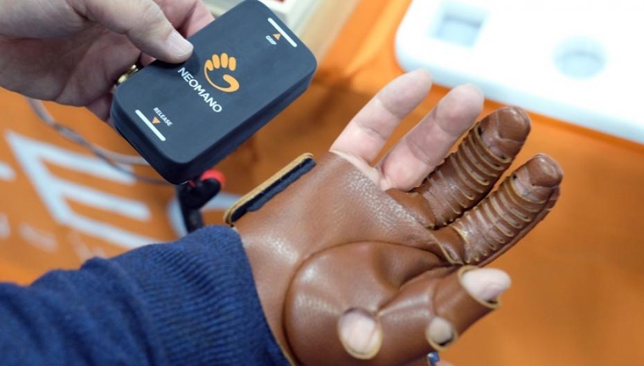 NeoMano добавит сил рукам парализованных людей