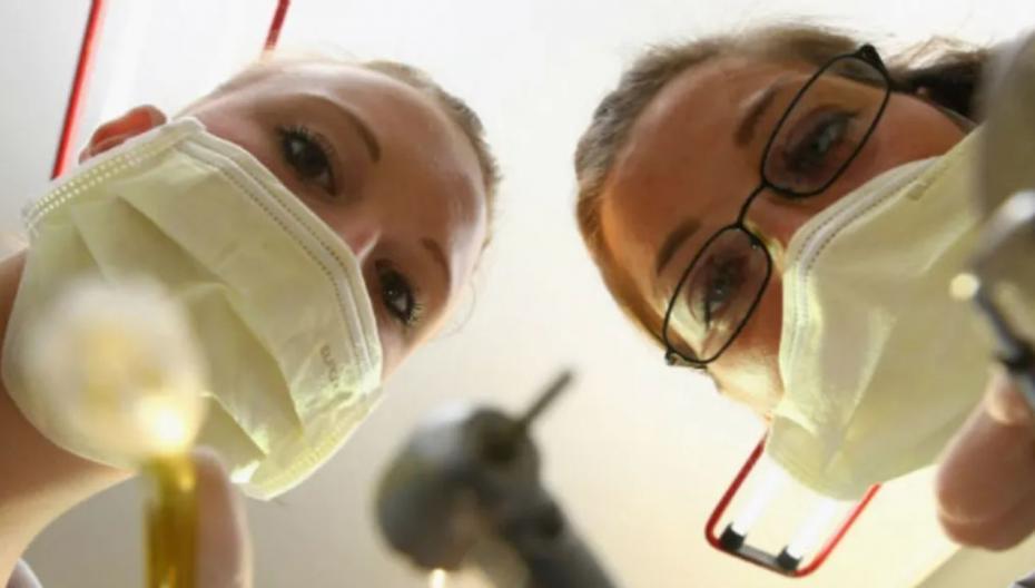 Очки дополненной реальности помогают увидеть боль пациентов в клинике