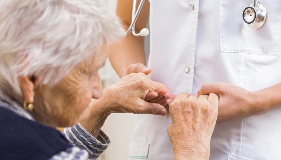 Носимое устройство, компенсирующее симптомы болезни Паркинсона