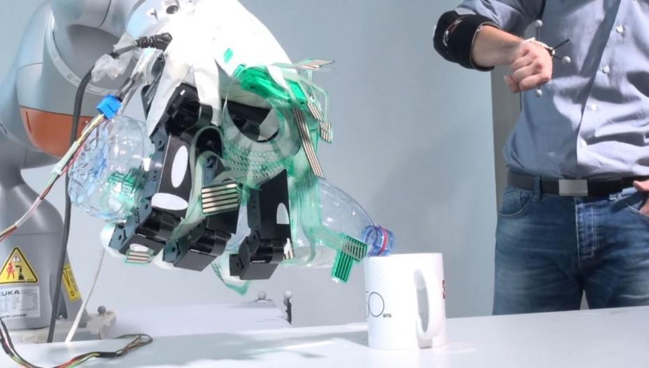 Роботизированный протез руки с двойным управлением