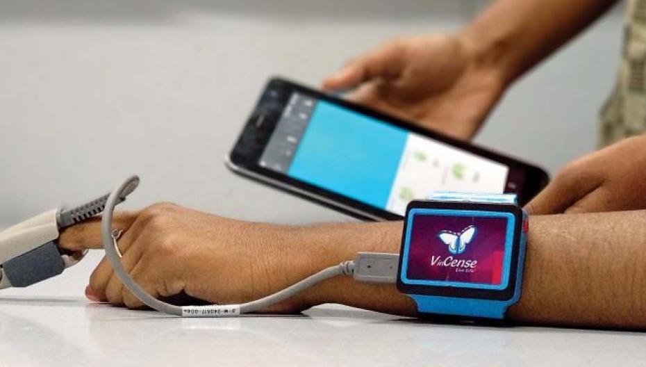 Носимое устройство для неинвазивного контроля здоровья родом из Индии