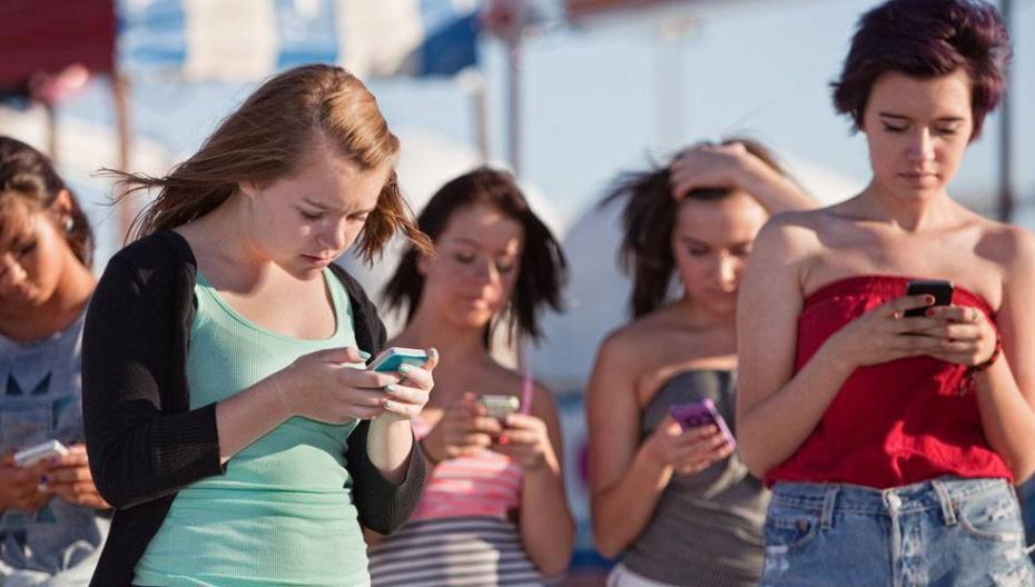 Без чего лучше остаться - без телефона или одного из чувств?