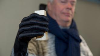 Мягкие роботизированные перчатки для реабилитации рук