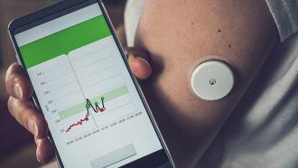 Носимые устройства помогают пожилым людям справляться с диабетом