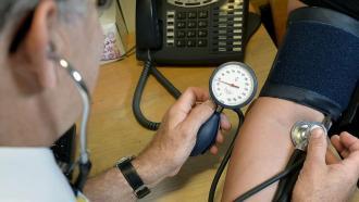 Новый виртуальный сервис в британском здравоохранении может привести к кризису
