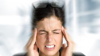Подуть в ухо, чтобы избавиться от мигрени