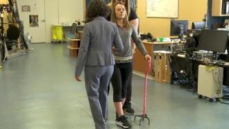 Стимуляция спинного мозга позволяет парализованным опять ходить
