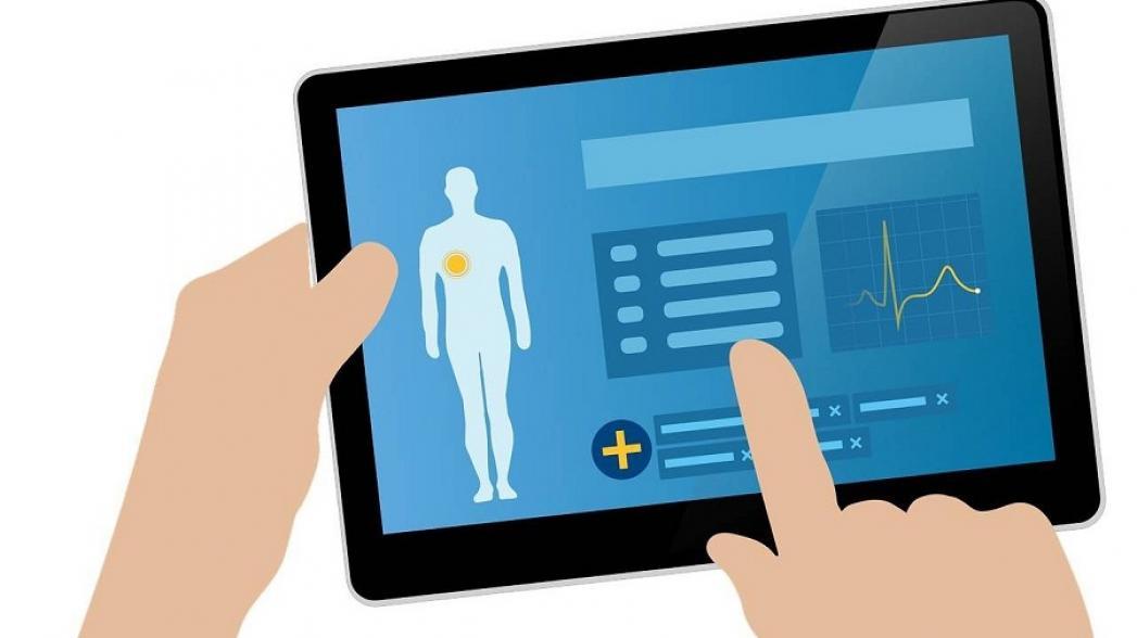 В Нижневартовске заменили бумажные истории болезни на электронные планшеты со специальным приложением