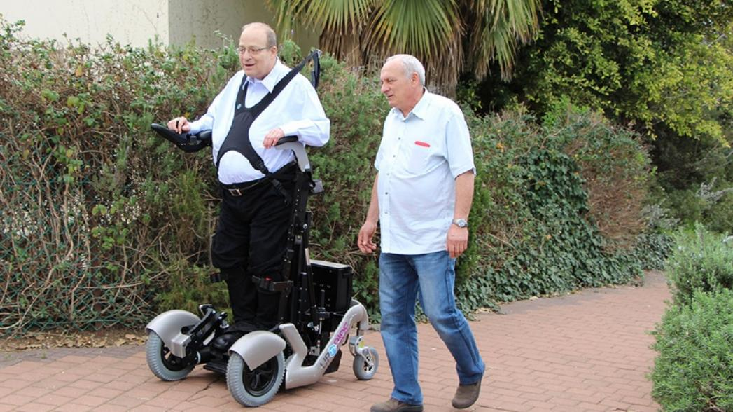 Роботизированная стоячая инвалидная коляска от UPnRIDE