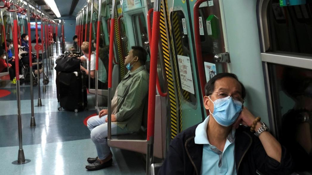 Гонконг использует роботов для дезинфекции поездов метро