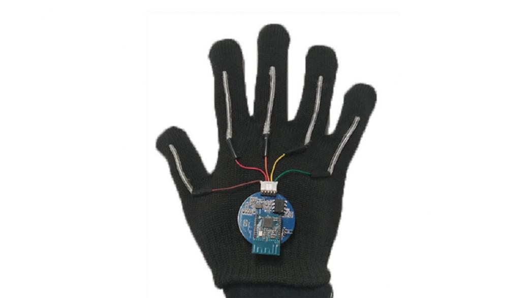 Цифровая перчатка, которая переводит язык жестов в речь
