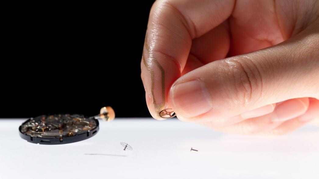 Тонкий сенсор давления из пластика и золота