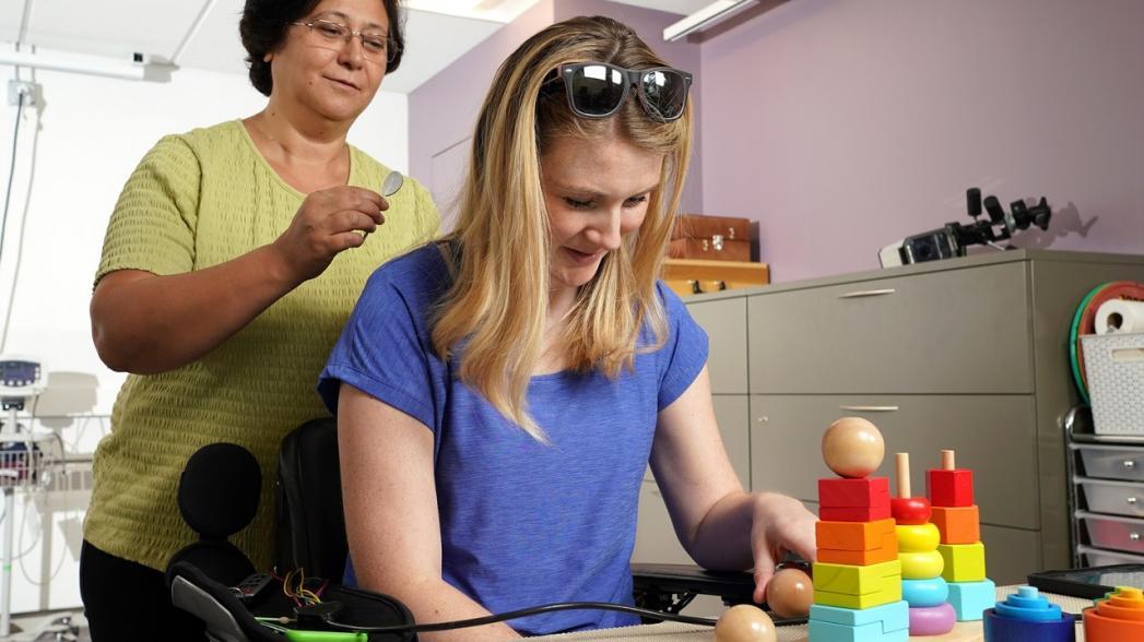 Электростимуляция помогает восстановить функцию рук после травмы спинного мозга