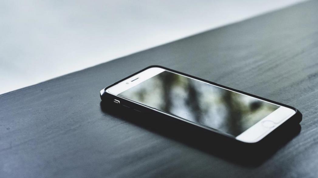 Обнаруживать отдельные молекулы и диагностировать болезнь при помощи смартфона