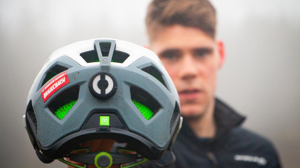 Устройство для мониторинга травм головы в контактных видах спорта