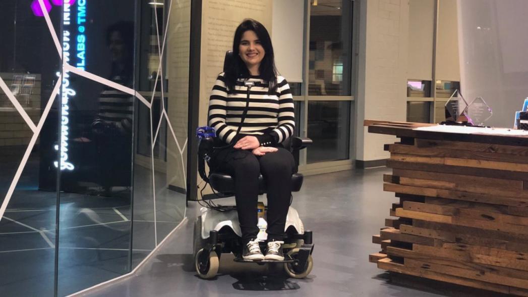 Инвалидное кресло, управляемое гримасами