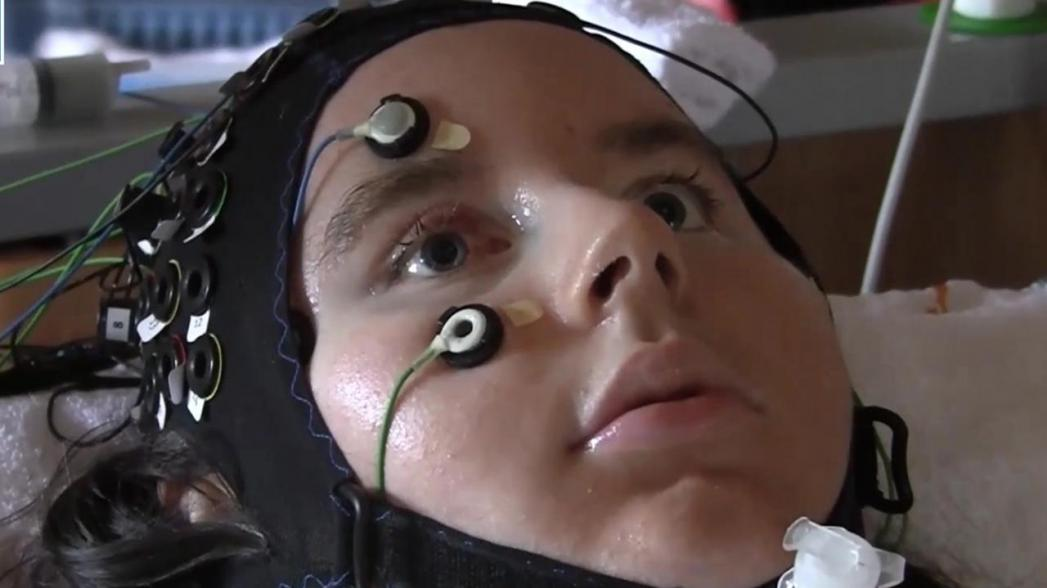 Устройство на базе AI для помощи людям, страдающим параличом