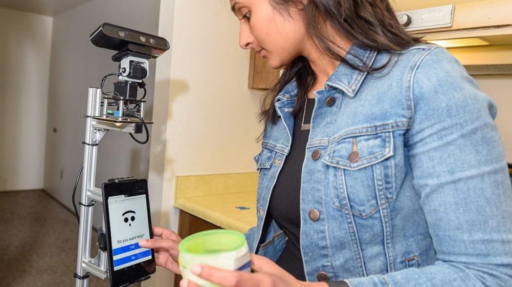 Робот, помогающий больным деменцией людям жить самостоятельно
