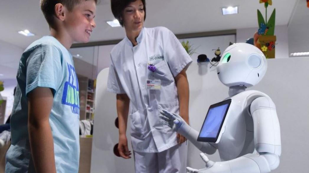 В бельгийских больницах теперь на ресепшн работают роботы