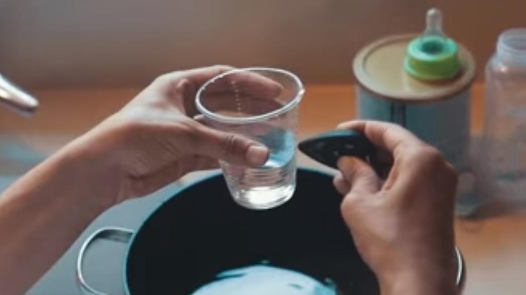 Брелок определит, безопасна ли вода для питья, не дотрагиваясь до нее