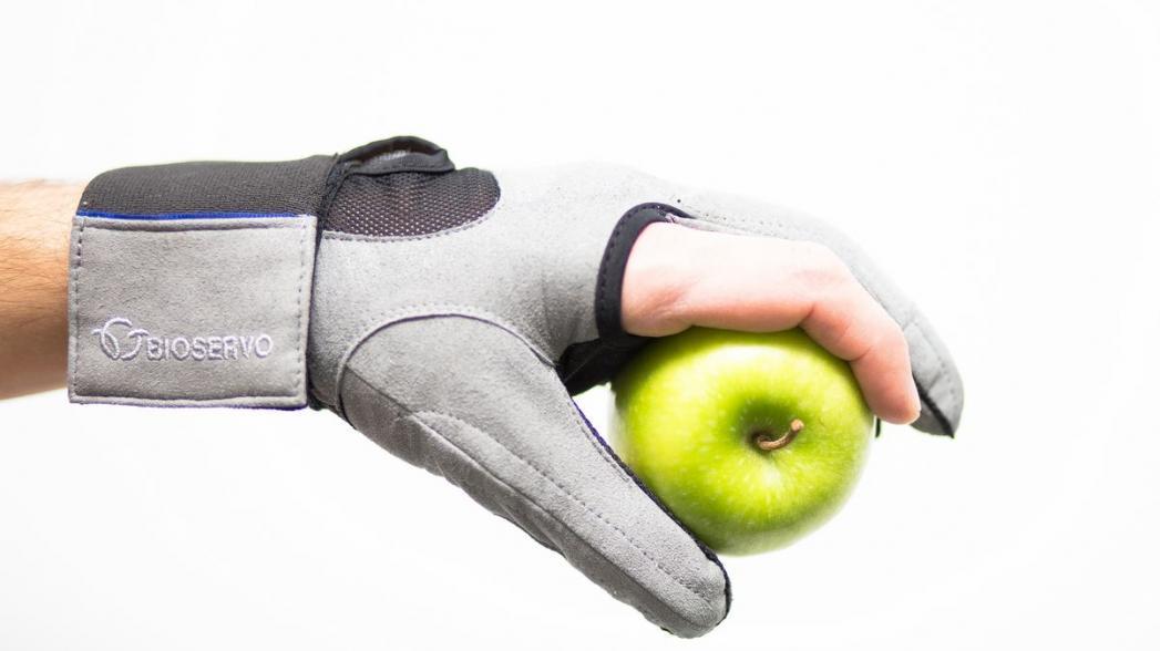 Перчатка, которая поможет усилить слабую руку