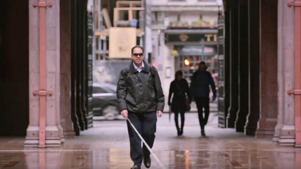 Приложение от Microsoft помогает слепым видеть