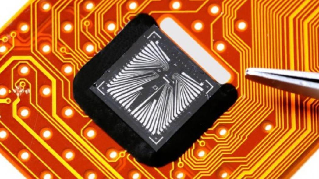 Миниатюрный сенсор для анализа биомаркеров в поту