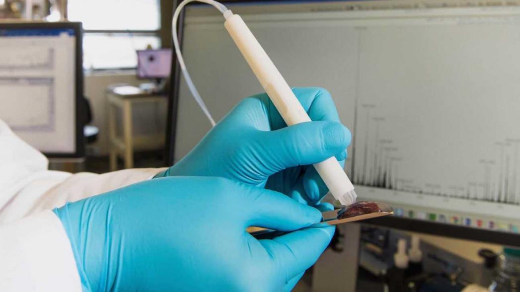 Портативное устройство для идентификации раковых тканей при операции