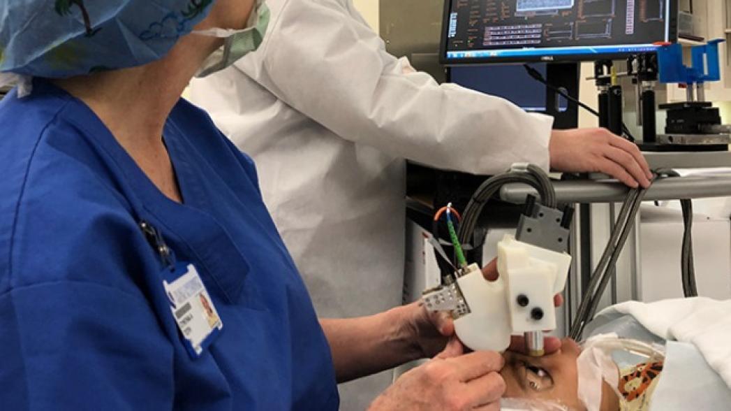 Портативный лазерный офтальмоскоп для визуализации сетчатки глаз