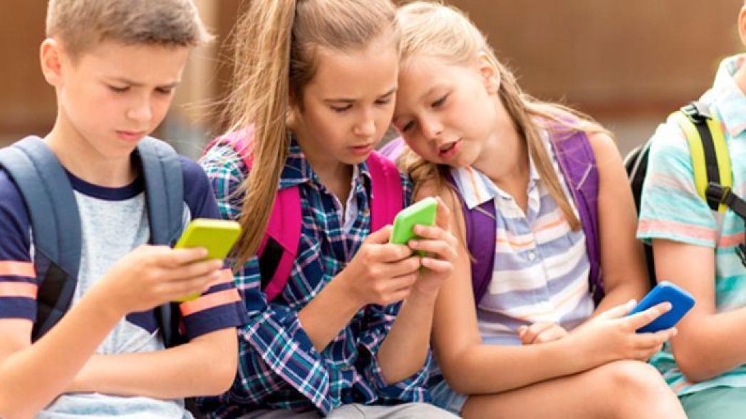 Франция запрещает мобильные телефоны в школе