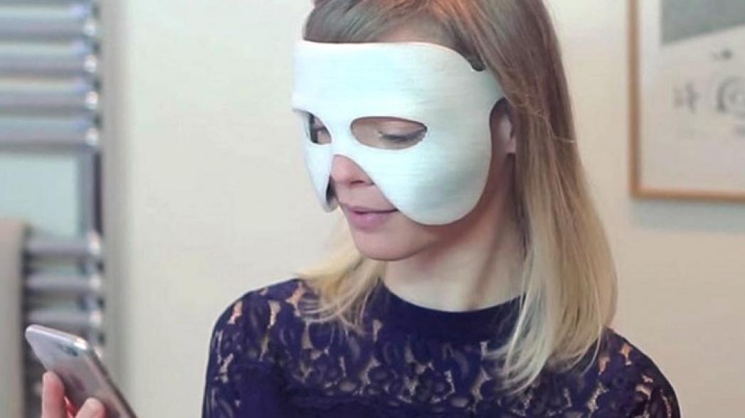 Косметическая маска с подключением к Интернет
