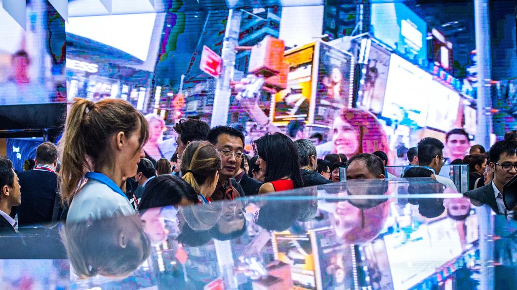 """Умные"" кроссовки IoFIT. Evercare на Mobile World Congress 2016"