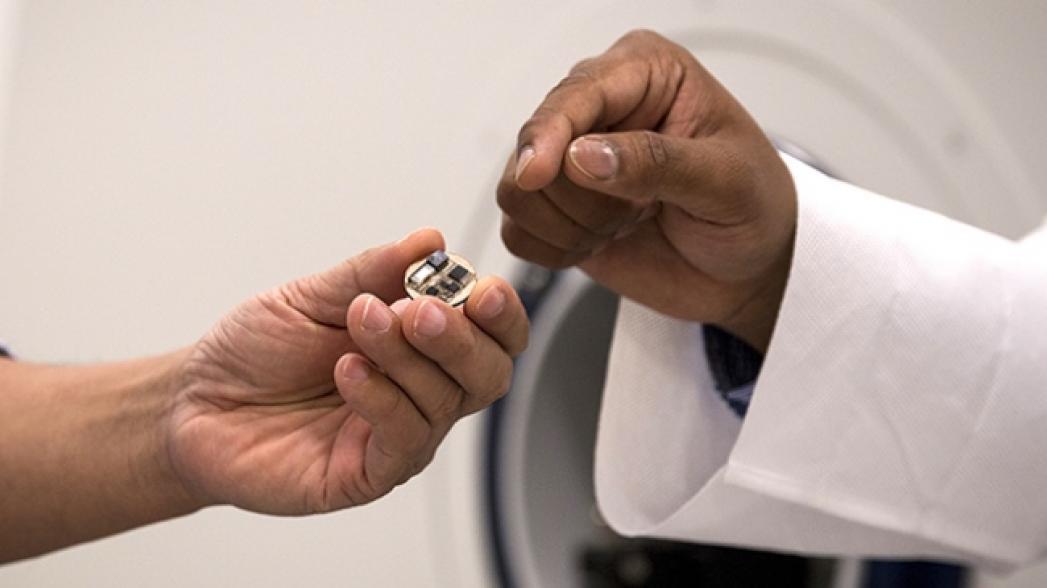 Устройство, позволяющее одновременно делать МРТ и ЭЭГ