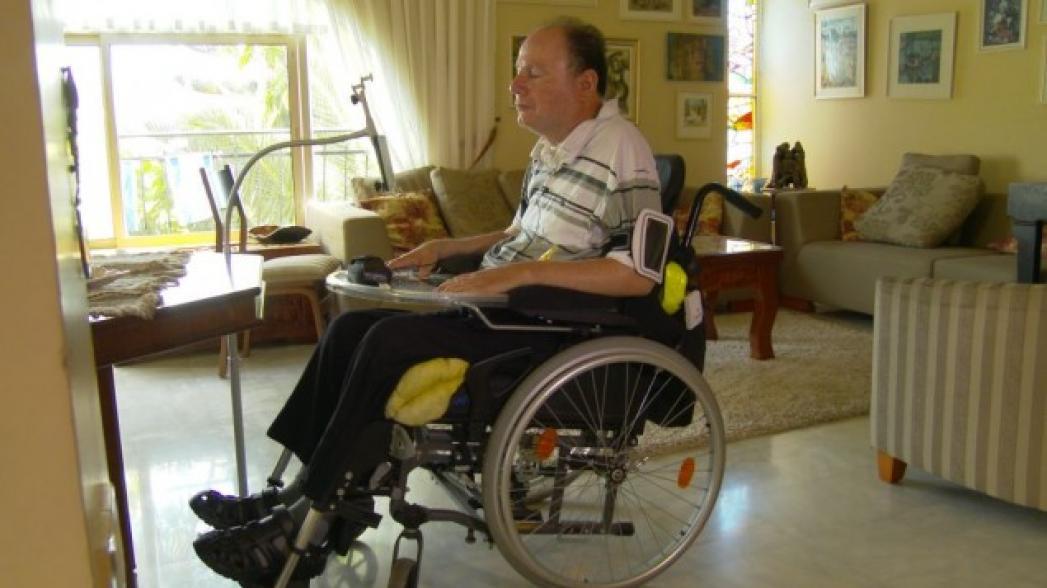 Смартфон для парализованных людей, не требующий использования рук